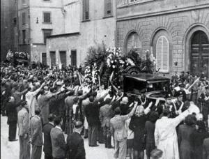 Un'immagine del corteo funebre, 17 aprile 1944